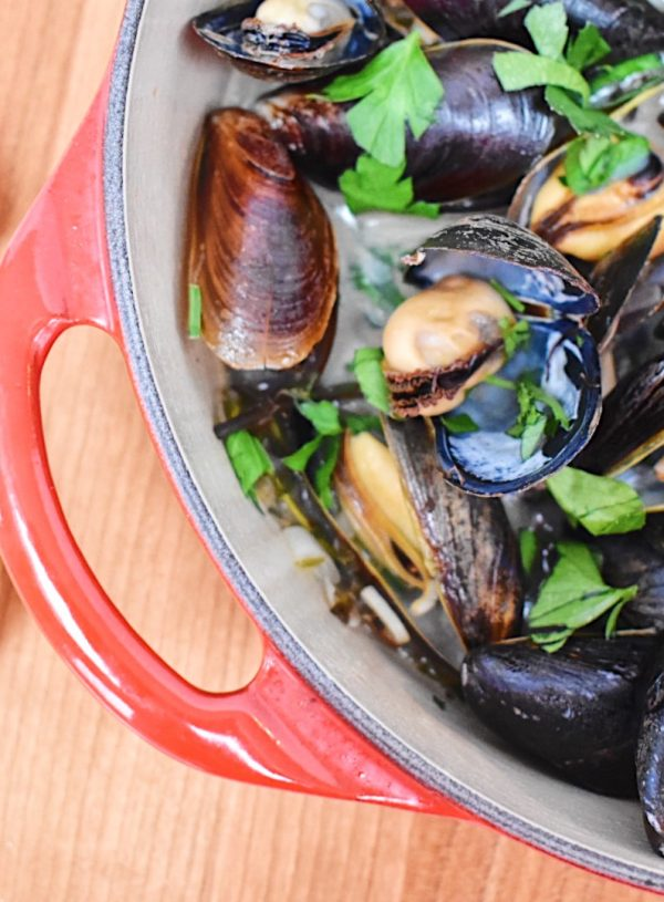 Mussels with White Wine, Garlic and Herbs
