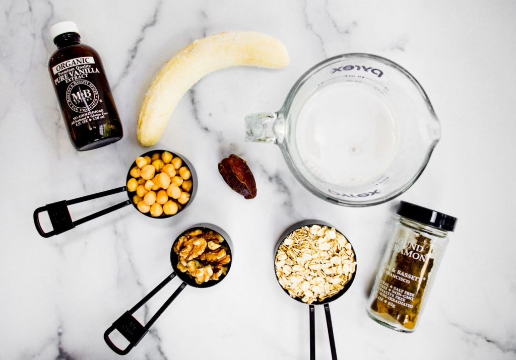 ingredietns for banana bread chickpea smoothie: vanilla extract, banana, chickpeas, pats. cinnamon, walntuts,